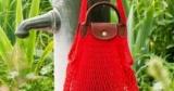 Отпускные тренды: носим панамы и сумки-авоськи