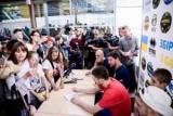 Більше трьохсот уболівальників прийшло на автограф-сесію з гравцями збірної України